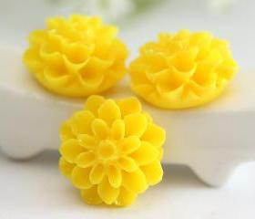 Yellow Dahlia / Mums Flower Resin Cabochons 6pc