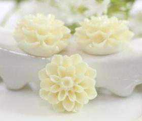 White Dahlia / Mums Flower Resin Cabochons 6pc