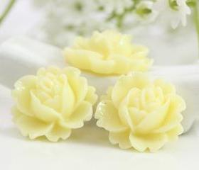 Cream Rose Resin Cabochons 6pc