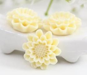 Light Yellow Flower Resin Cabochons 4pc