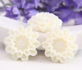 White Flower Resin Cabochons 4pc